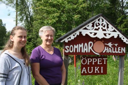 Monika Nissander ja Marléne Ström toivottavat vierailijat tervetulleeksi